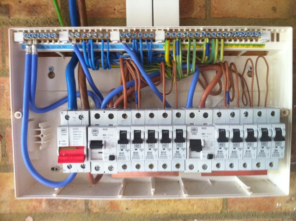 Wiring up a domestic consumer unit block and schematic diagrams u connect electrical ltd consumer unit upgrades rh s402684511 initial website co uk connecting a domestic consumer unit distribution board asfbconference2016 Images